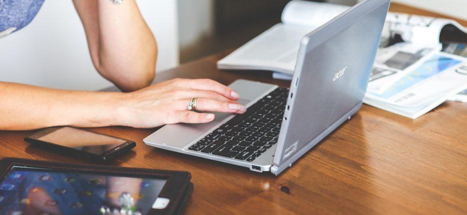 Tanie laptopy: rozwiązanie idealne dla lubiących oszczędzać