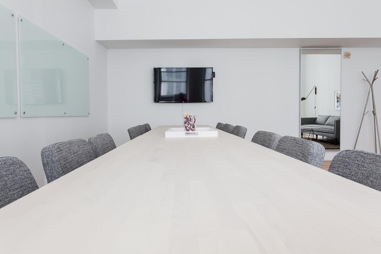 Jakie meble biurowe warto kupić?